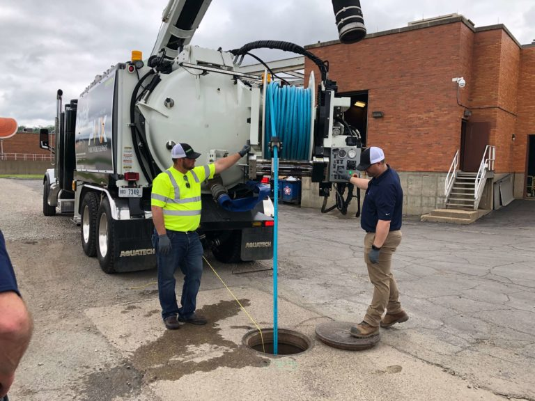 Aquatech B-10 Jet/Vac Sewer Cleaning Truck jetter in manhole